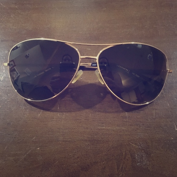 0fbd321d25 Coach Accessories - Coach aviator sunglasses